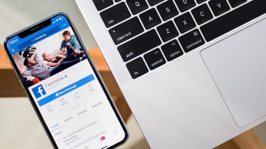 écran smartphone avec réseau social