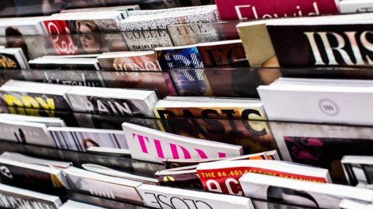présentoir magasines, relations presse